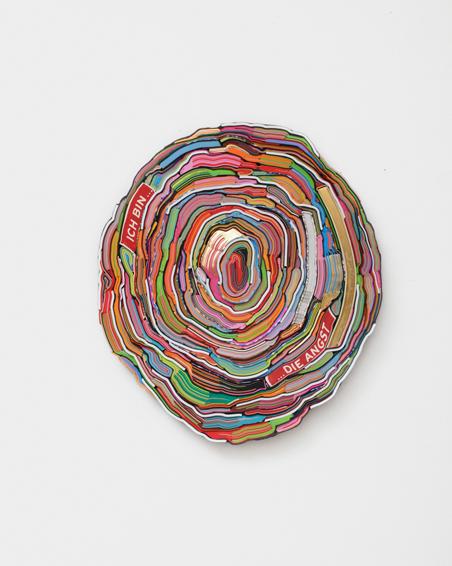 Ich bin... die Angst, geschn. Bücher, Textilien, Schrauben,, ca. Ø 60 x 6 cm, 2015