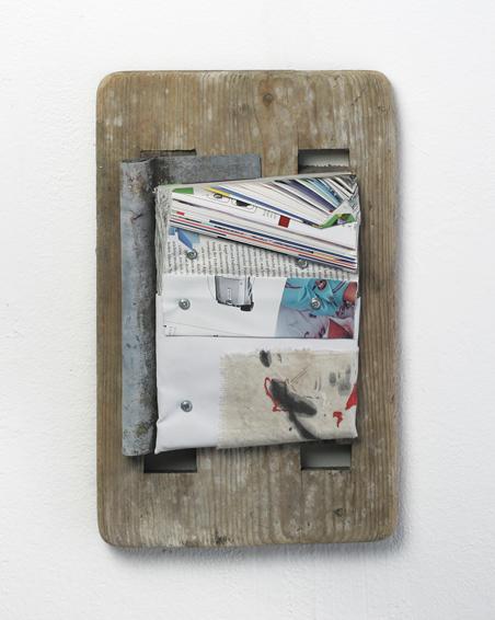 GEO – Die Nacht eines verkannten Gefühls, Geschnittene Zeitschriften, Zink, Leinwand, Schrauben, Acryl, Holz, ca. 40 x 25 x 4, 2010