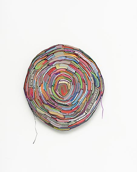 Ich bin... der Schmerz, geschn. Bücher, Textilien, Schrauben, ca. Ø 60 x 6 cm, 2016