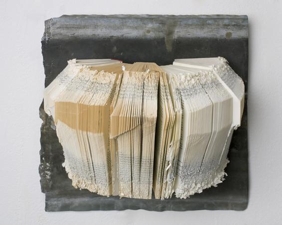 Keine Sünde ist zuviel, Geschnittene Bücher, Zink, 40 x 40 x 15, 2008