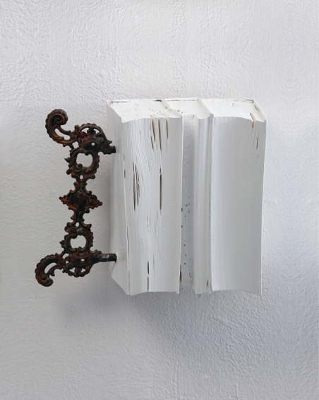 Träume auf der Terrasse, Geschnittene Bücher, Metall, Acryl, 18 x 22 x 15, 2007