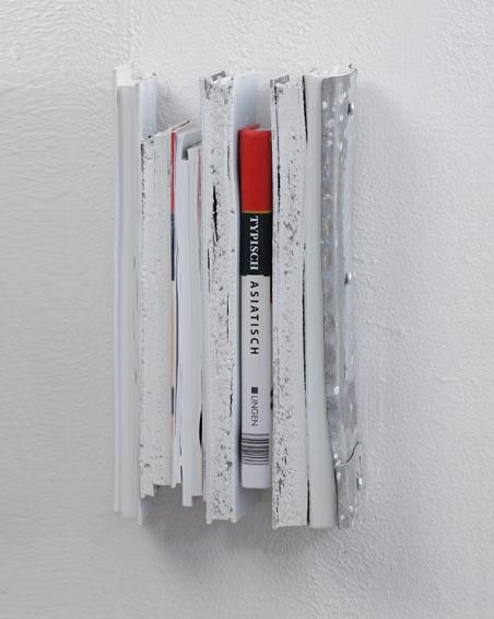 Typisch Asiatisch, Geschnittene Bücher, Zink, Acryl, 17 x 32 x 8, 2007